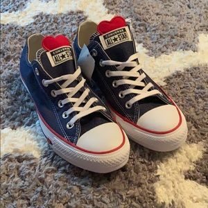 NWT converse sneakers.